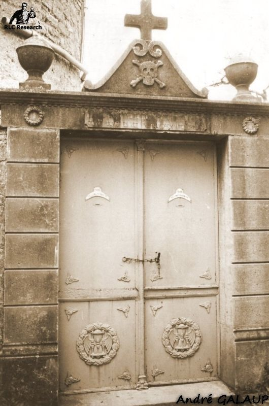 Cemetery Gate ©André Galaup
