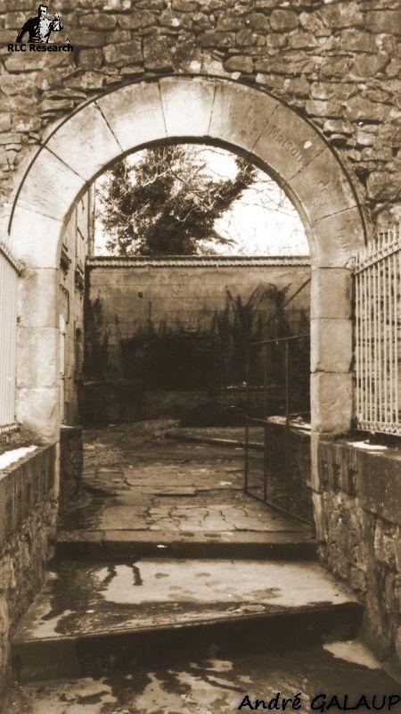 Presbytery Court Entrance ©André Galaup